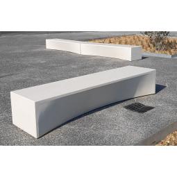 Banc en béton blanc - assise polie