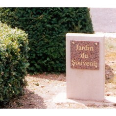 Stèle droite Jardin du Souvenir